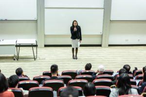 Gefordert in Forschung und Lehre oder in der Hochschulverwaltung: Die Mitarbeiterinnen und Miatrbeiter an den Hochschulen.
